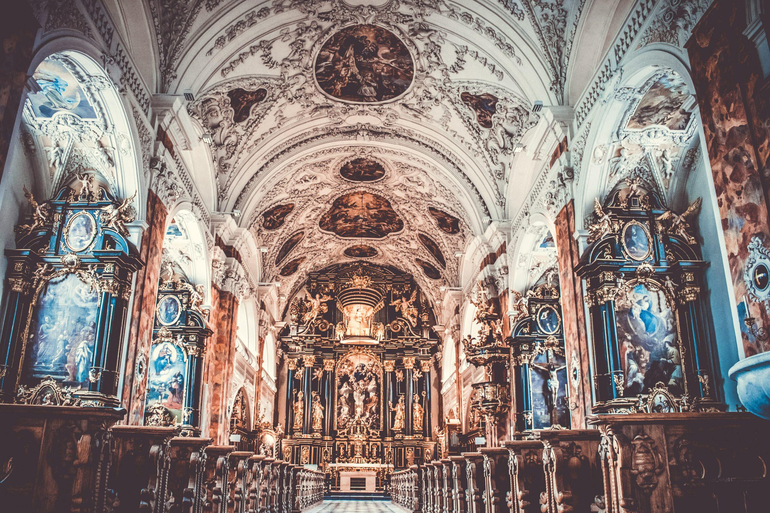 aisle-altar-arch-705778